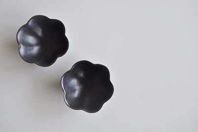 黒釉輪花豆鉢  高島大樹 2011 五条坂陶器まつりで購入