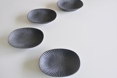 プリーツ楕円皿(小) 黒久野靖史