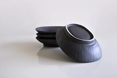 チョイスさんで購入したプリーツ楕円皿(小)黒久野靖史