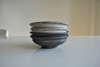 QupuQupuさんで購入した、炭化粉引取り鉢 と 黒取り鉢 野口 淳